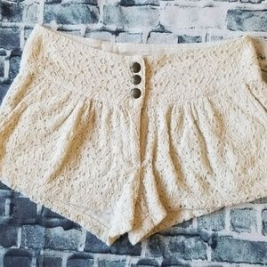 Just Ginger Off White Lace Triple Snap Shorts S